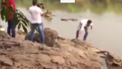 Foto de Candidato a prefeito em RO cai em rio durante gravação de vídeo e vira meme nas redes sociais